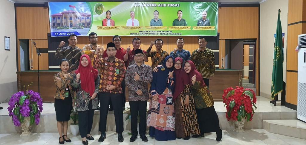 Pengantar Alih Tugas Wakil Ketua, Panitera, Panitera Pengganti dan Juru Sita Pengganti Pengadilan Negeri Tais Kelas II